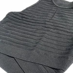 XS Black fitted crew neck crop top express